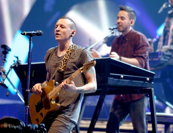 LAS VEGAS, NV - SEPTEMBER 22:  Singer Chester Bennington (L) and singer/guitarist Mike Shinoda of Linkin Park perform onstage during the 2012 iHeartRadio Music Festival at the MGM Grand Garden Arena on September 22, 2012 in Las Vegas, Nevada.  (Photo by Christopher Polk/Getty Images for Clear Channel)