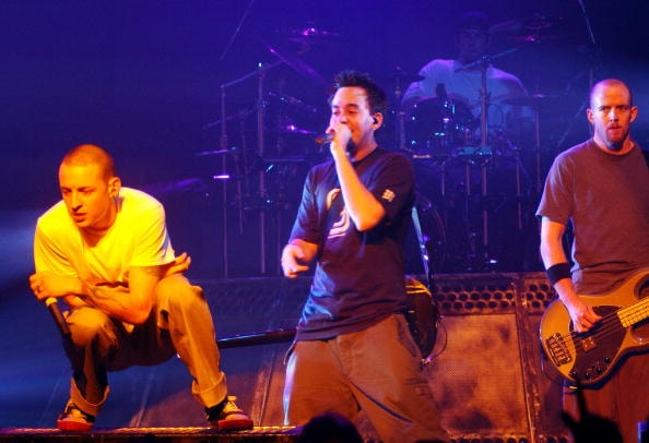 SAN FRANCISCO, CA - MARCH 23:  Linkin Park performs  at the Warfield Theater on March 23, 2003 in San Francisco, California. (Photo by Tim Mosenfelder/Getty Images)