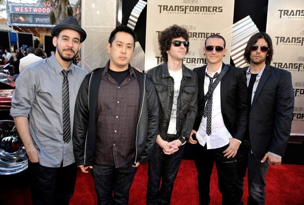 "LOS ANGELES, CA - JUNE 22:  (L-R) Musicians Mike Shinoda, Joe Hahn, Brad Delson, Chester Bennington, and Rob Bourdon of ""Linkin Park"" arrive at the premiere of Dreamworks' ""Transformers: Revenge Of The Fallen"" held at Mann Village Theatre on June 22, 2009 in Los Angeles, California.  (Photo by Kevin Winter/Getty Images)"